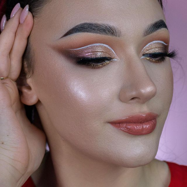 Photo shared by Dominika | MAKEUP | BEAUTY on March 23, 2021 tagging @toofaced, @sigmabeauty, @mesauda_milano, @suvabeauty, @wibopl, @bperfectcosmetics, @bell_polska, @makeupobsession, @makeupobsessionpolska, @ibra_makeup, @kolorowkacom, @makeupinthecitypl, @beiliofficial, @hulubrushes, @bohobeauty_official, and @micka_beautyshop. May be a closeup of 1 person and cosmetics.