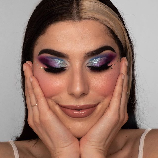 Photo shared by Mariana Gonçalves on March 22, 2020 tagging @beautybaycom, @morphebrushes, @quemdisseberenice, @beccacosmetics, @peachesmakeup, @maquillalia, @barrymcosmetics, @kikomilano, @makeuprevolution, @maquibeauty.pt, @makeup_rev_pt, @perfumaria_douglas, @lookfantastic_pt, @makeupobsession, @quemdisseberenicept, @brave_cosmetics, and @primorportugal. Image may contain: 1 person, closeup